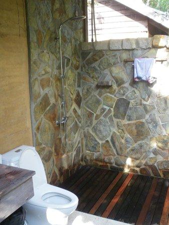Mango Bay Resort : salla de bain extérieure