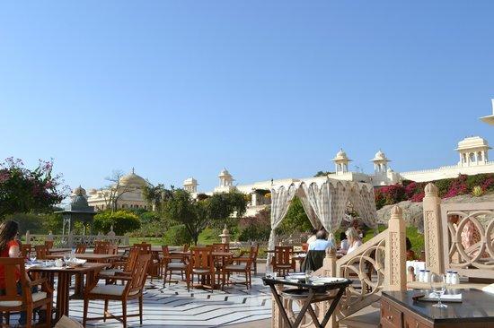 The Oberoi Udaivilas: Vista de um dos restaurantes