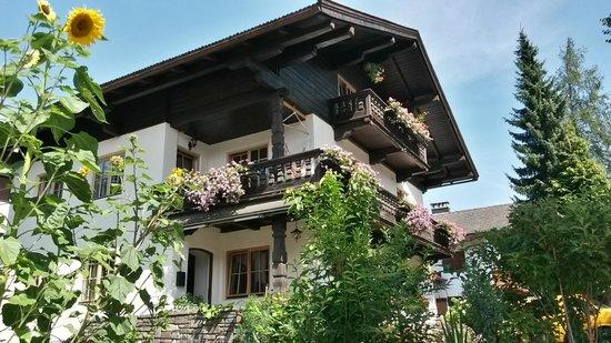 Dorf 22 Apartments & Rooms