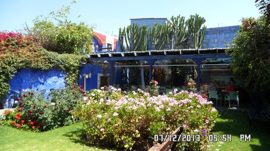 La Casa de Melgar Hostal: Breakfast area with a view to an inner courtyard