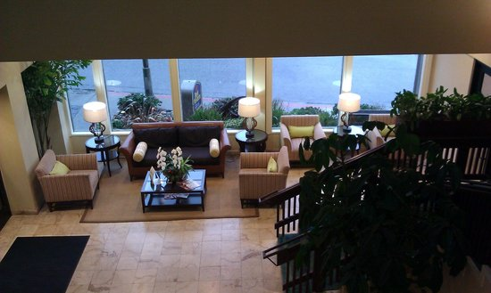 BEST WESTERN PLUS Lighthouse Hotel: Lobby area from 2nd floor