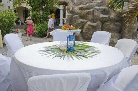 Pelican Reef Villas Resort : Table Decoration