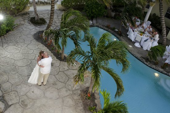 Pelican Reef Villas Resort: Rooftop Shot of the Wedding