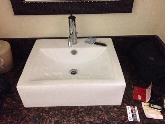 Red Roof Inn Locust Grove: Pretty sink, but wobbly faucet.