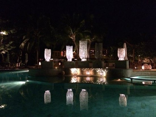 Paradee Resort & Spa Hotel : The pool at night
