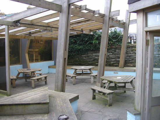 The Sutherland Hotel: Undercover smoking area