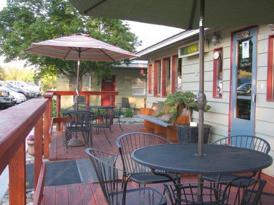 Riverwalk Inn: Front porch
