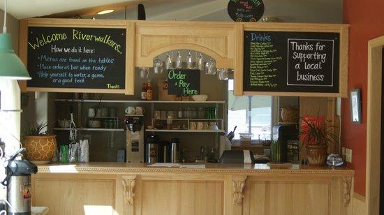 Riverwalk Inn: Snack bar