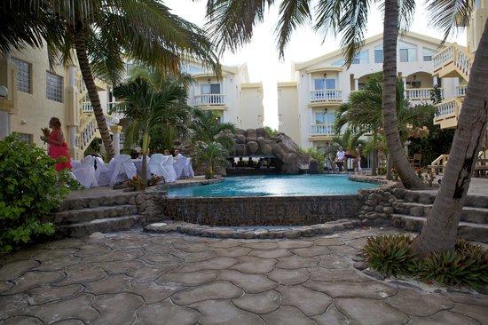 Pelican Reef Villas Resort: Taken from the beach ( Wedding Reception )