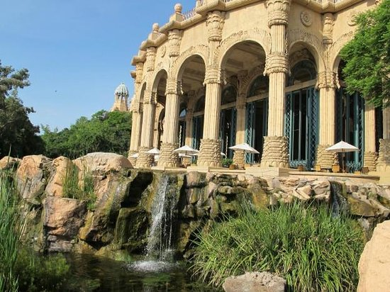 The Palace of the Lost City : Terrasse restaurant Crystal Court
