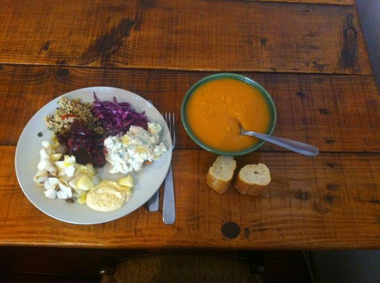 L'Oignon givre : soupe carotte, choux rouge, taboulé, betteraves, endives