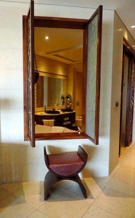 Raffles Dubai: bathroom