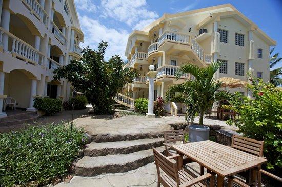 Pelican Reef Villas Resort: Grounds View