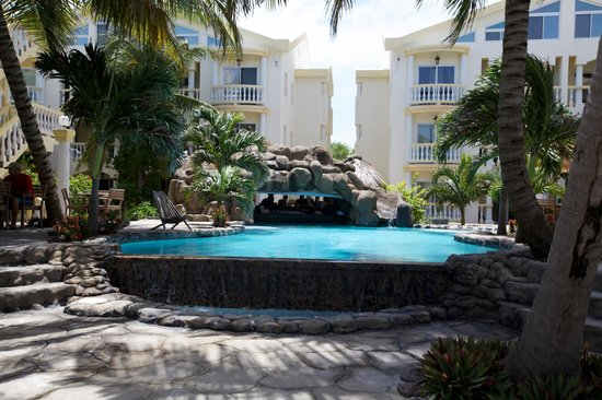 Pelican Reef Villas Resort: Pool & Swim-up bar