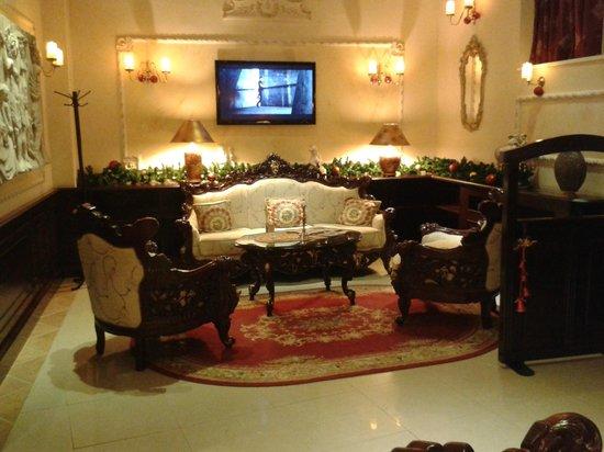Queens Astoria Restaurant: Холл