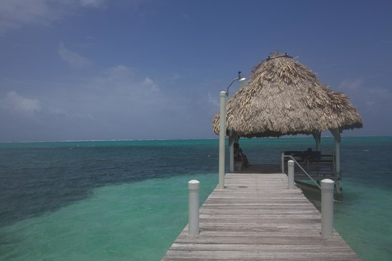 Pelican Reef Villas Resort: Beautiful Covered Pier