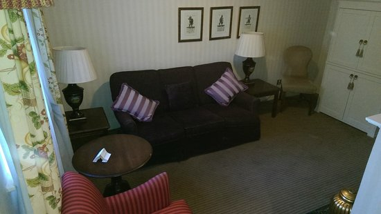Mercure Brandon Hall Hotel and Spa Warwickshire: The Suite living area
