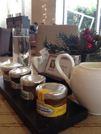 New World Makati Hotel : Breakfast jams at the hotel restaurant