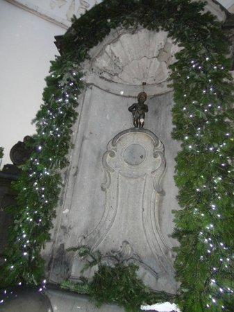 La Madeleine Grand Place Brussels: El niño meon