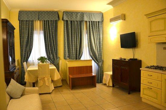 Hotel Julia: Guest House