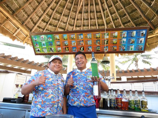 GR Solaris Cancun: Benjamin and Manuel, the kings of the pool bar