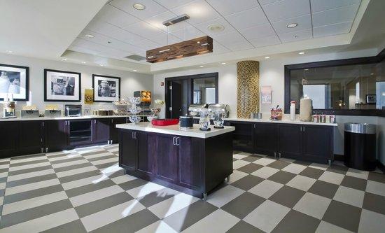 Hampton Inn and Suites Columbus Downtown: Breakfast buffet