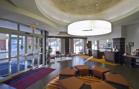 Hampton Inn and Suites Columbus Downtown: 1st floor lobby
