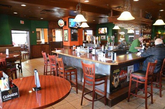Mulligans Pub: Mulligans bar