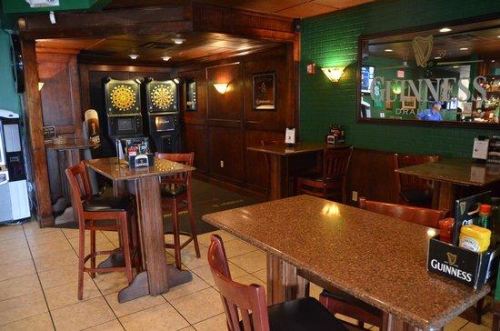 Mulligans Pub: Darts