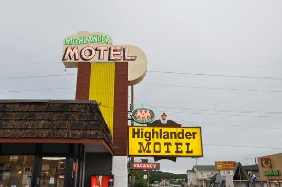 Highlander Motel: Hotelsign