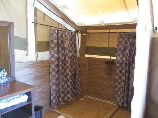 Loyk Mara Luxury Camp: Bathroom in the tent...