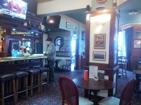 Ye Olde Fighting Cocks : The pub/breakfast area