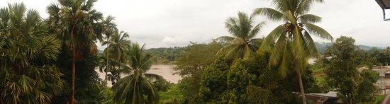 Sabaydee Guesthouse: Blick zur Flußseite