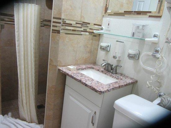 Bayview Plaza Waterfront Resort : Bathroom