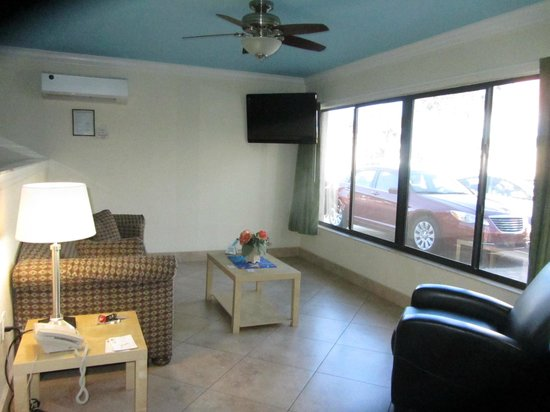 Bayview Plaza Waterfront Resort: Suite 711