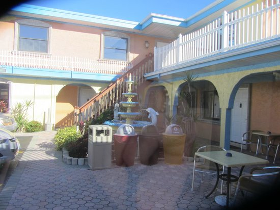 Bayview Plaza Waterfront Resort : Outside