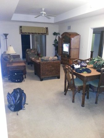 Caribe Cove Resort Orlando: Living room/dining