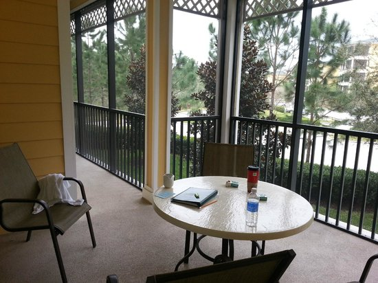 Caribe Cove Resort Orlando: Screened in porch (No Bugs can get in at night!) goes from master bed to living area