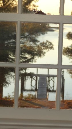 King's Creek Inn: The dock from the upstairs window