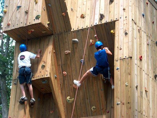 Refreshing Mountain : Outdoor Climbing Wall