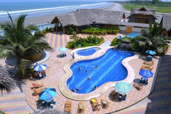 Mompiche, Ecuador: Piscina Hotel Bernabeth