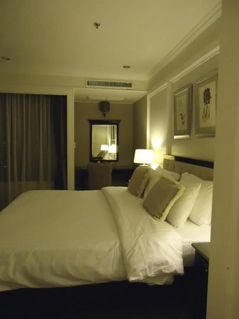 Cape House, Bangkok: cozy and clean room