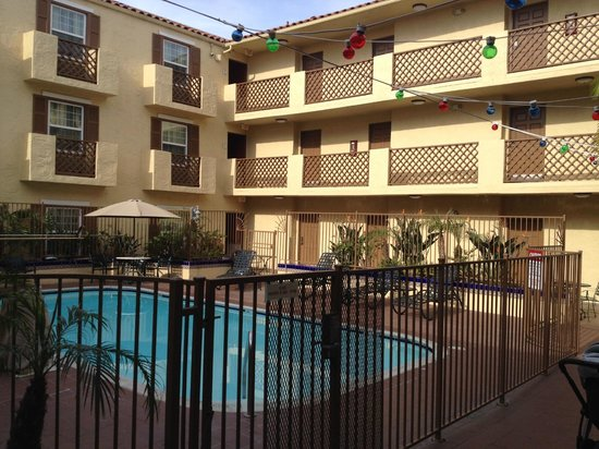 La Quinta Inn & Suites San Diego Old Town / Airport: THe hotel pool