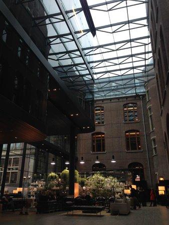 Conservatorium Hotel: лобби отеля