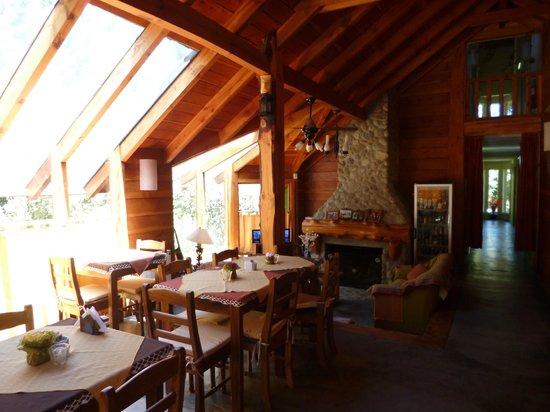 Hosteria Cohuel: El área de comedor, muy acogedora