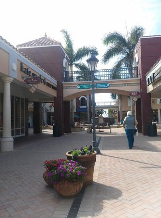 Miromar Outlets : Outside outlet