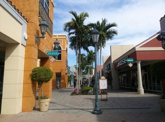 Miromar Outlets : Outside outlet #2