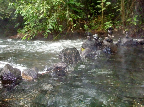 Rio Chollin: volcanic hot spring fed river