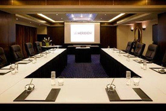 Le Meridien Abu Dhabi: Meeting Room