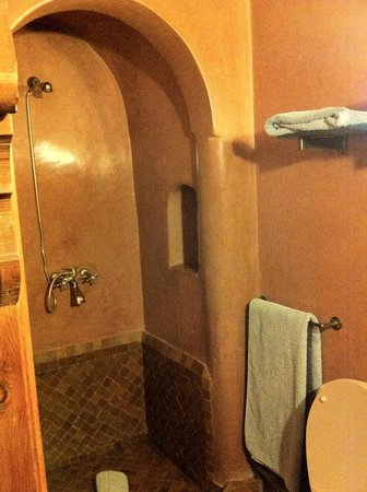 Riad Sadaka : Salle de bain chambre Loubna